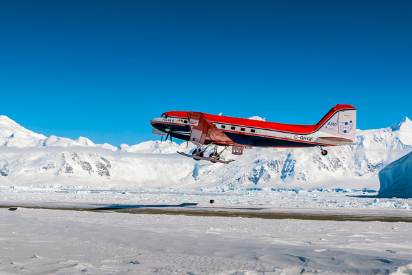 The German research aircraft Polar 6 is taking off for a measurement flight.